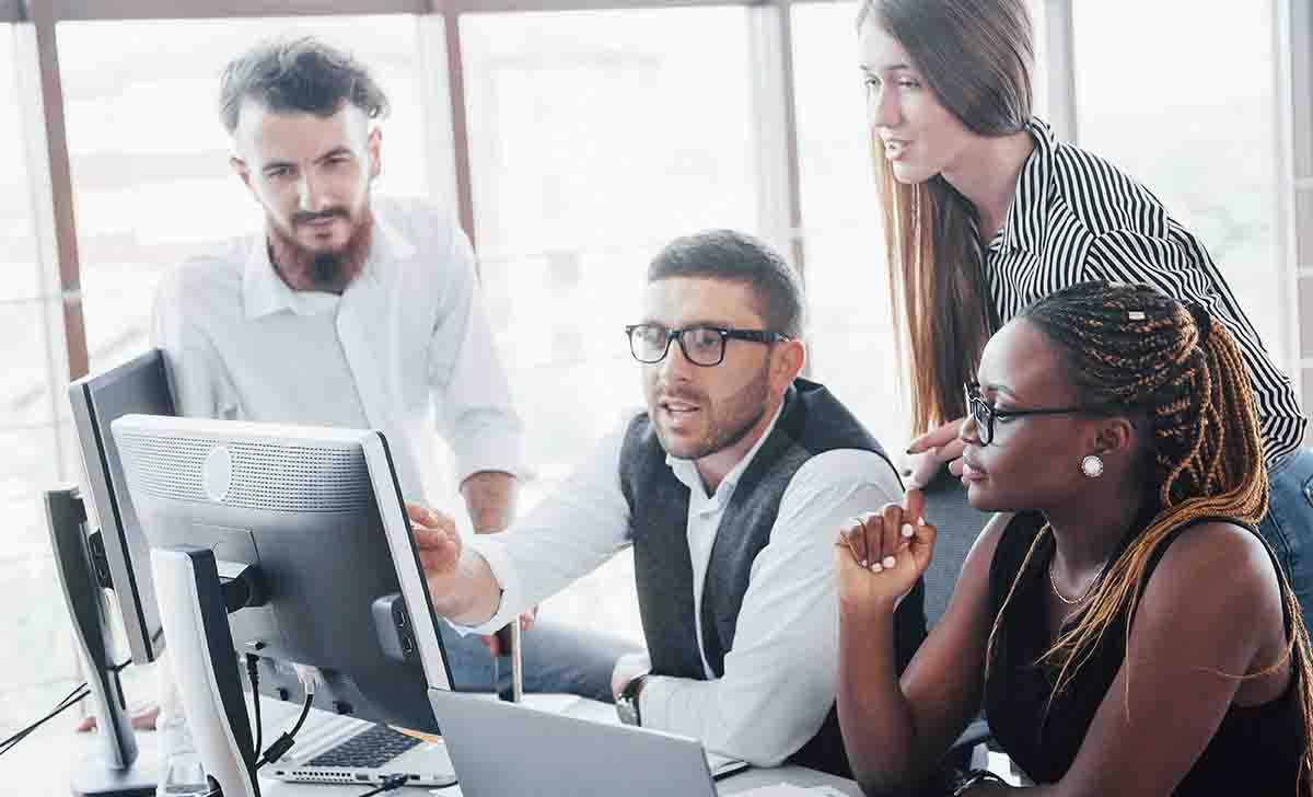 Colaboradores participando da gestão de processos